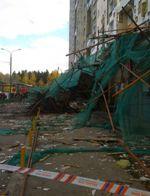 Обрушение строительных лесов на корпусе 612
