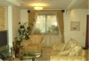 Сдам на длительный срок полностью мебелированную 5-ти комнатную трёх- этажную квартиру в кирпичном таунхаусе в коттеджном п. Новые Ржавки (г. Зеленоград). На первом этаже- гостиная и кухня общей площадью 52 м2, на втором этаже 4 жилых комнаты и два санузл